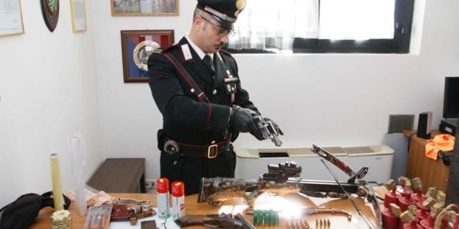 ALTAMURA: DROGA E ARMI IN CASA, ARRESTATO