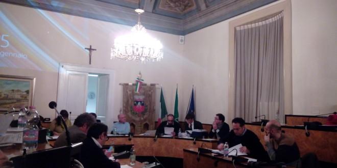 L'OPPOSIZIONE CHIEDE LE DIMISSIONI DEL SINDACO
