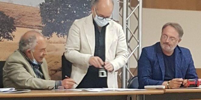 FIRMATO PROTOCOLLO D' INTESA INTERREGIONALE TRA GAL TERRE DI MURGIA E GAL  2020