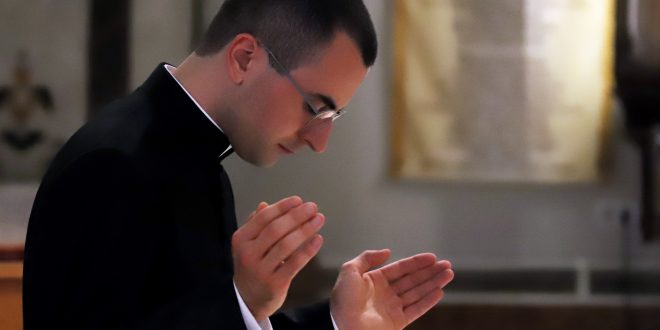 Don Domingo Ariano, «sacerdos ac presbyter»